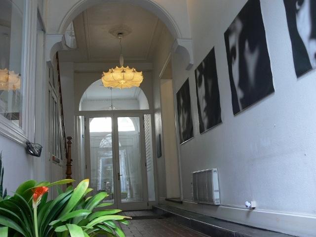 Doorgang naar de expositie ruimte