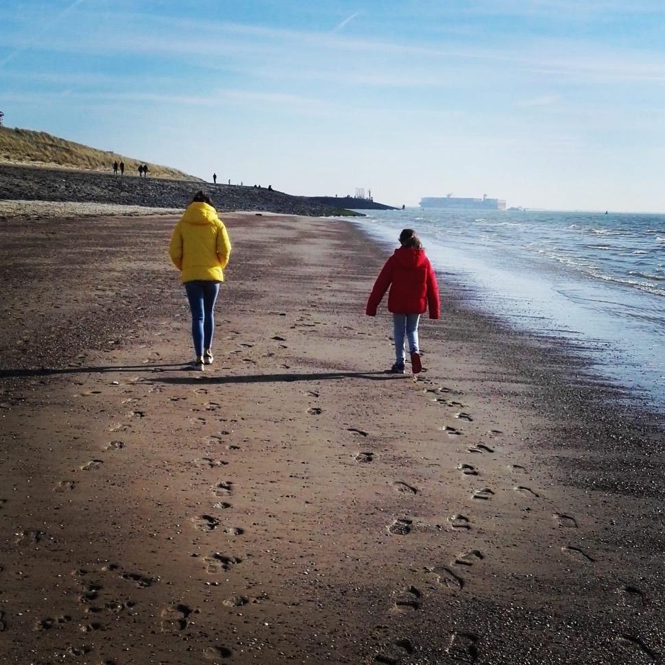 De vloedlijn aan het strand in Vlissingen
