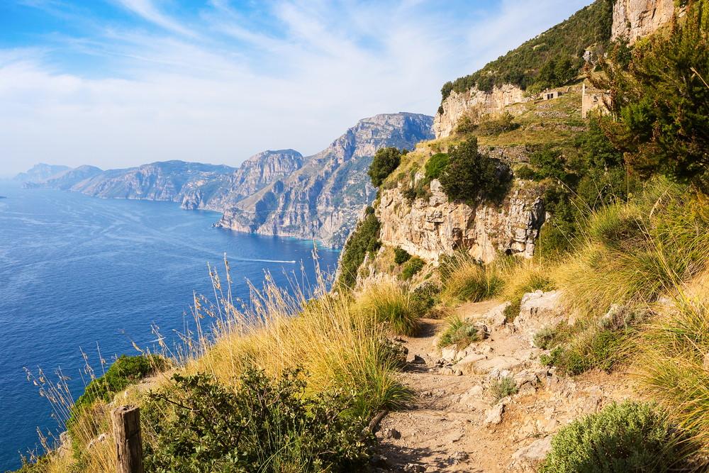 het pad van de goden, wandelpad langs de amalfi kust in Italie