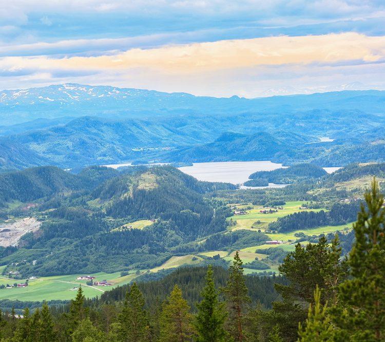 Luchtfoto van de berg Vassfjella in de buurt van de stad Trondheim. Bij het meer van Aanoeya.