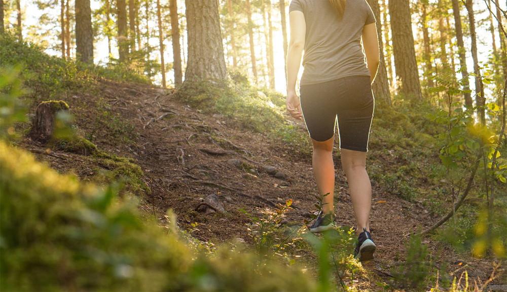 Wandelen en afvallen is een mooie combinatie met gezond eten om slank te worden