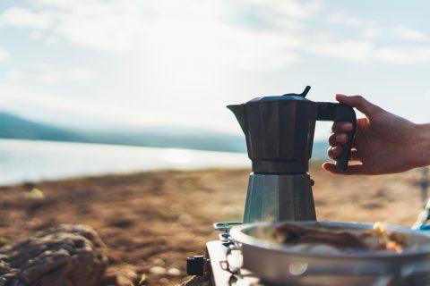Koffie maken, koken op de camping en terug naar de basis